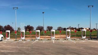 Tesla inaugura una estación supercargadora en Albacete