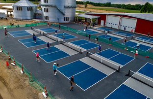 Outdoor pickleball courts at Lake Arvesta Farms