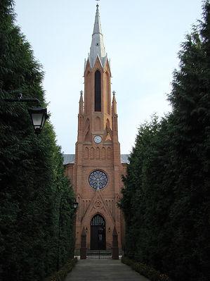 1200px-Kościół_Zesłania_Ducha_Świętego_w