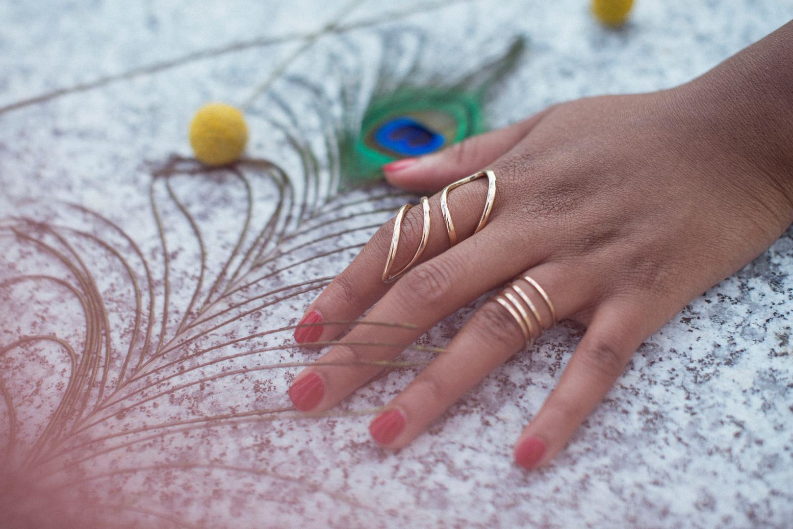 Hand jewels bijoux bague ring plume de paon paris