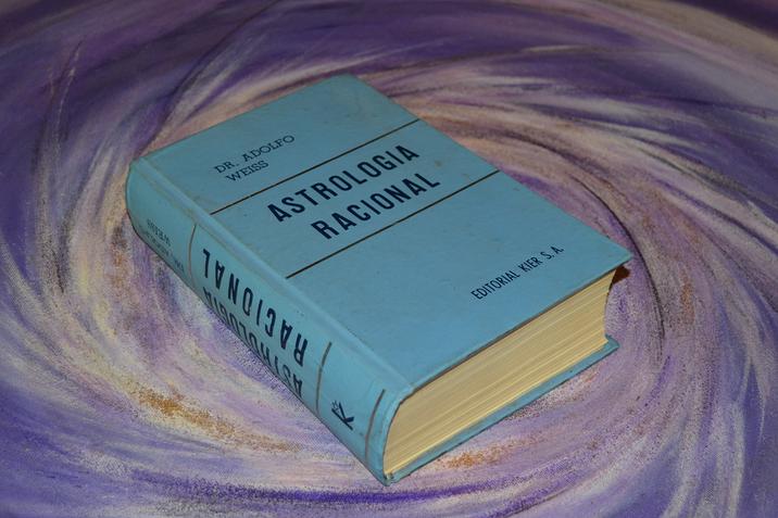 """Editora Kier encerra edição do livro Astrologia Racional, a """"Bíblia dos Astrólogos"""""""