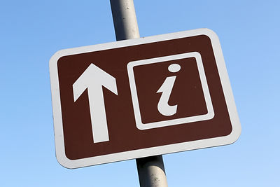 Brown Tourist Information directional si
