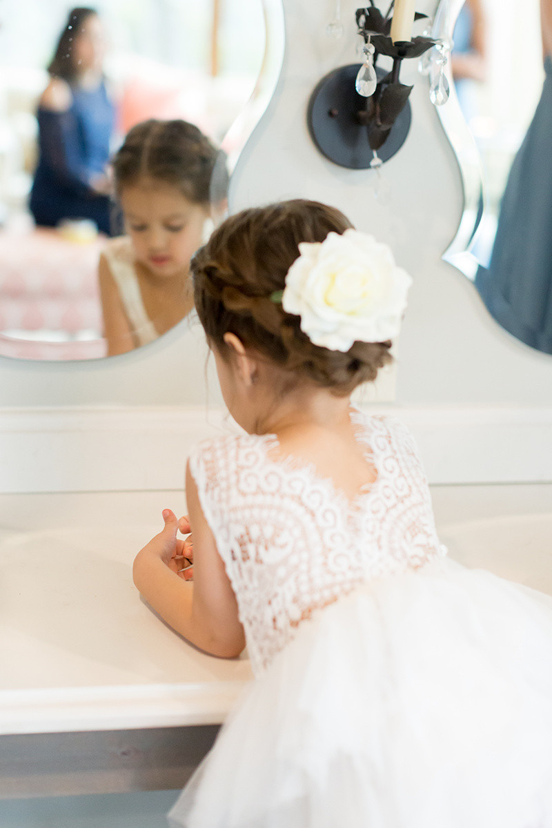flower girl in tulle and lace