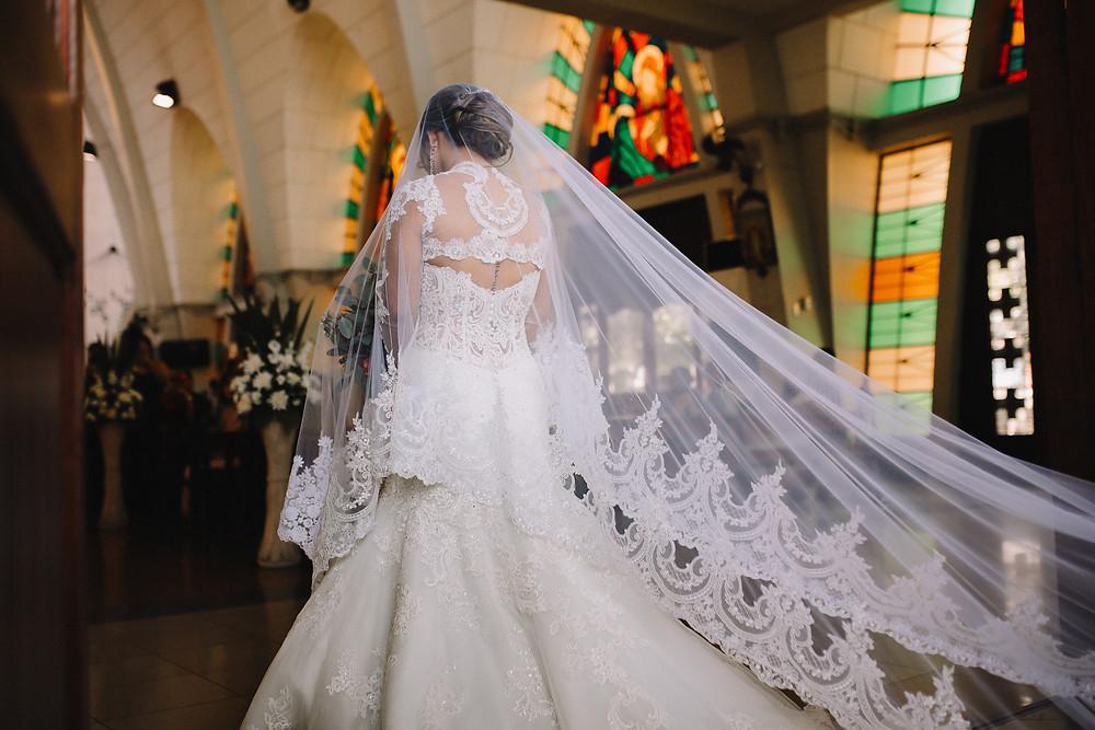 lace back of long sleeve wedding dress