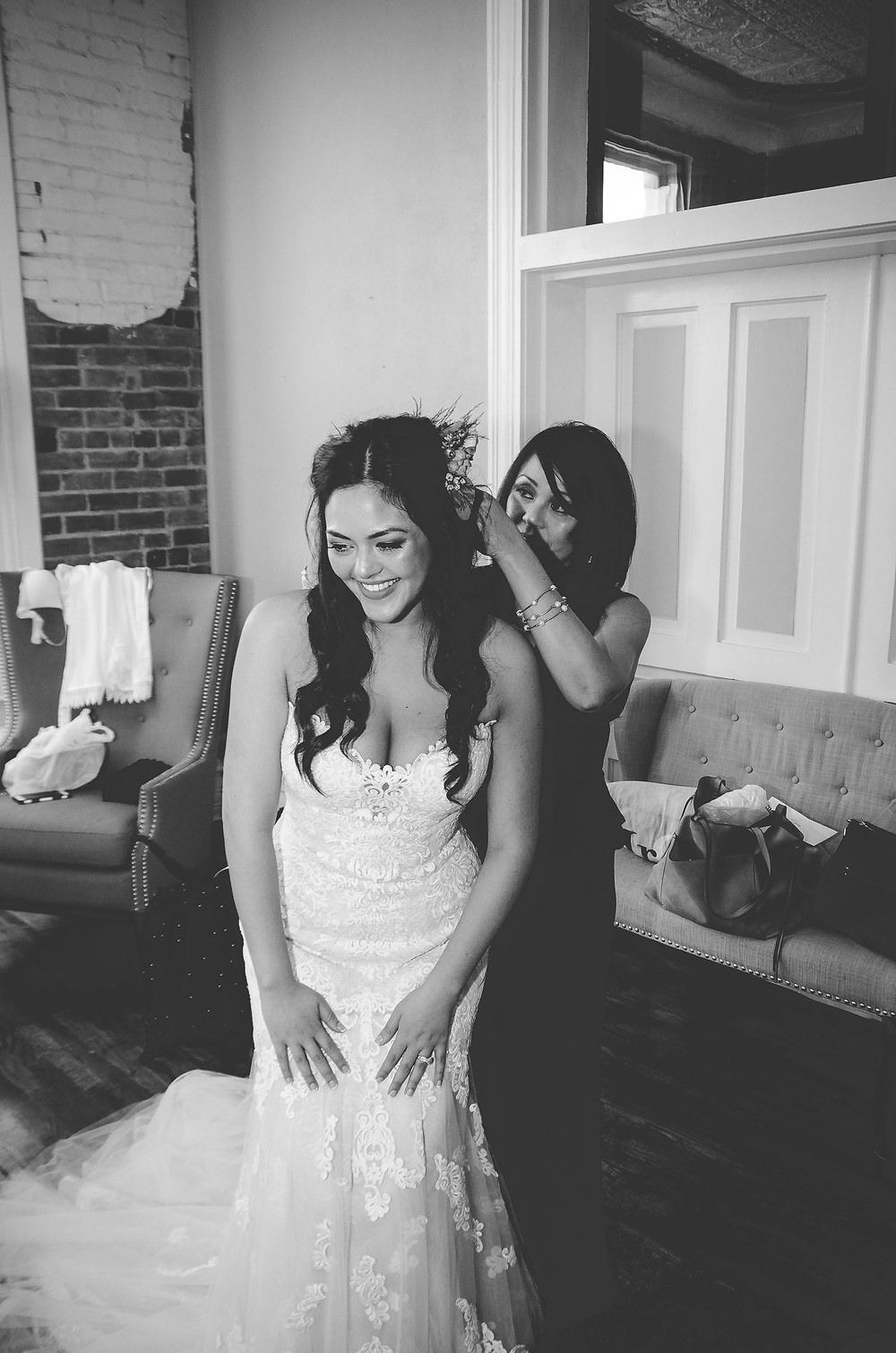 mother of the bride and bride getting ready
