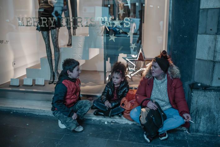 Family at Christmas - Genova - via XII