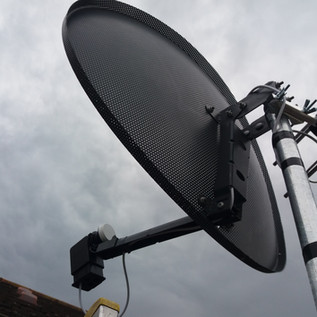 SATELLITE DISH AND SAORVIEW AERIAL MOUNTED ON THE POLE FULL INSTALLATION FROM € 215 VAT INC