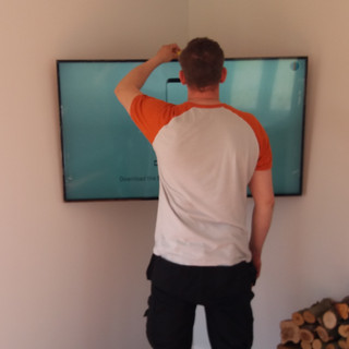 OUR TECHNICIAN CHECKING LEVEL WHILE INSTALLING TV WALL BRACKET