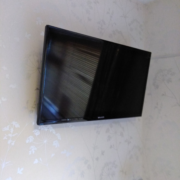 IMG_20COMMERCIAL TV WALL BRACKET INSTALLATION DONE BY OUR TECHNICIANS
