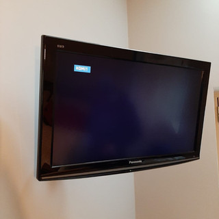 Tv installed in the corner on the extendable wall bracket