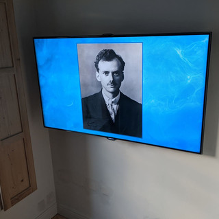 TV INSTALLATION ON THE EXTRA LARGE WALL BRACKET