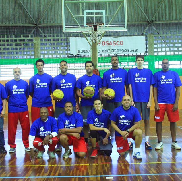 O time Basquete Osasco, que tem estrelas como o ala-pivô Cícero e o técnico Ênio Vecchi