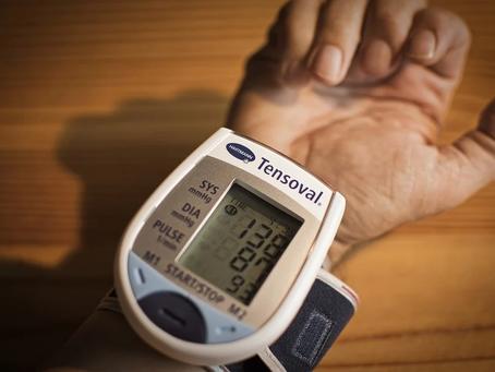 Em tempos de pandemia e isolamento social atenção redobrada à pressão arterial