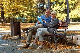 Ler, escrever e jogar atrasam o Alzheimer em alguns anos, aponta estudo