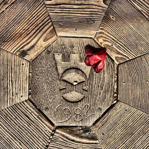 1982 Carving with Red Flower