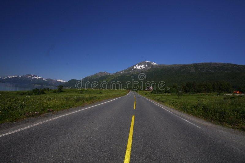 lonely-road-7310384.jpg