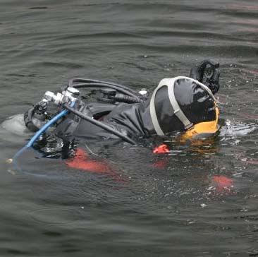 aqr_geoduck_diver.jpg