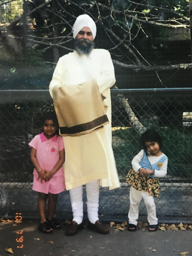 My-daughters-posing-with-Grandmaster-1997.jpg