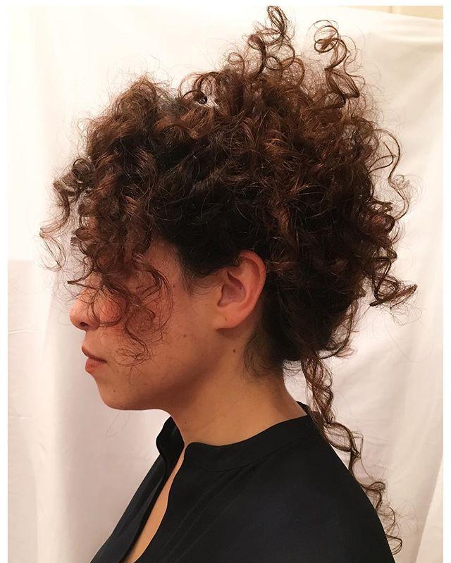 #curlyhair #ringlethair #fairmaiden #texture #texturedhair #texturedhaircut #behindthechair #america