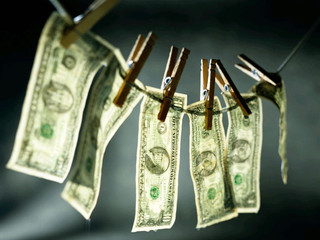 El SAT inicia revisiones en materia de lavado de dinero
