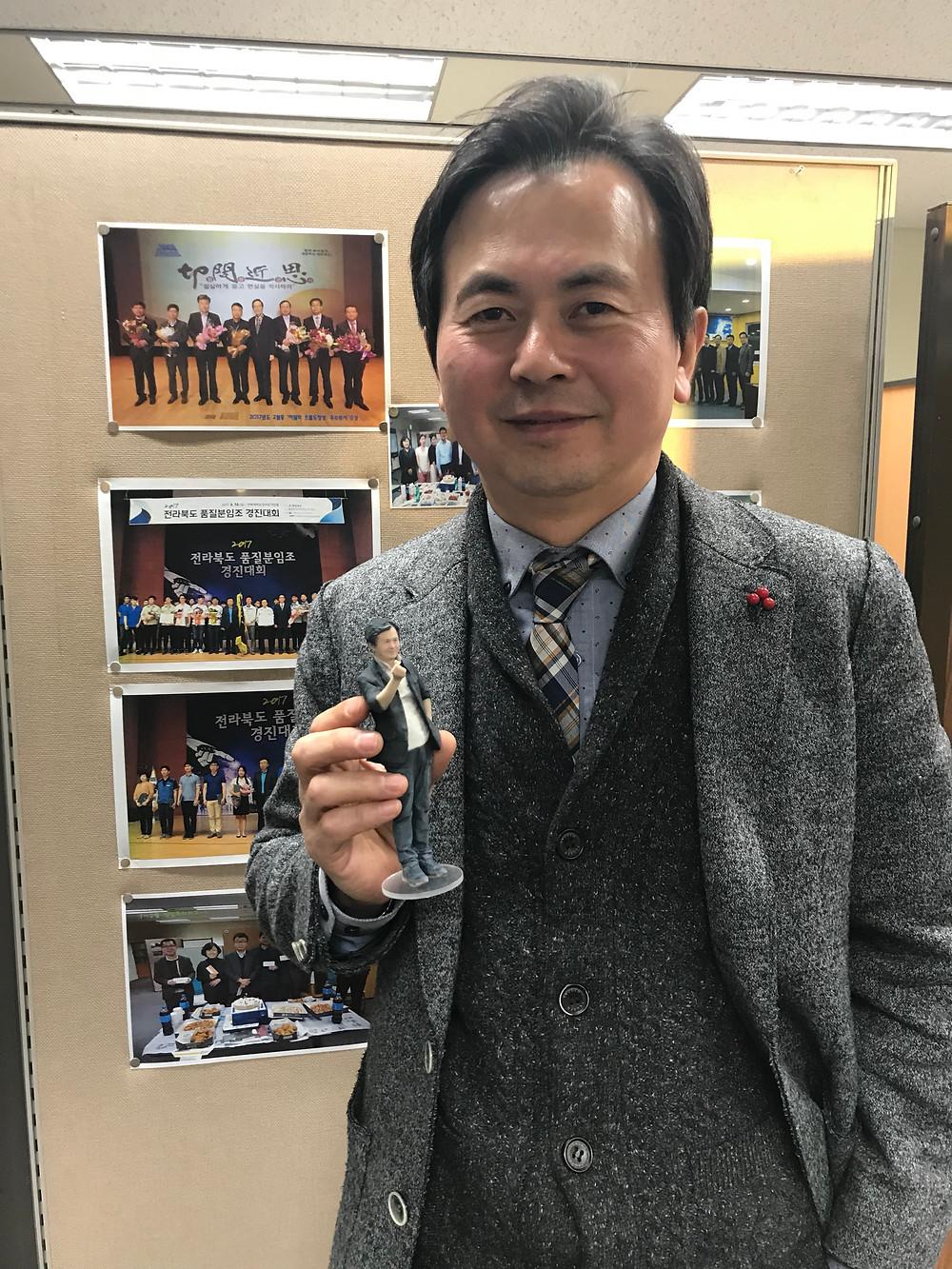 제12회 전북도청 과학축전 미래산업과 김성명님께 끄레아레 3D피규어 전달