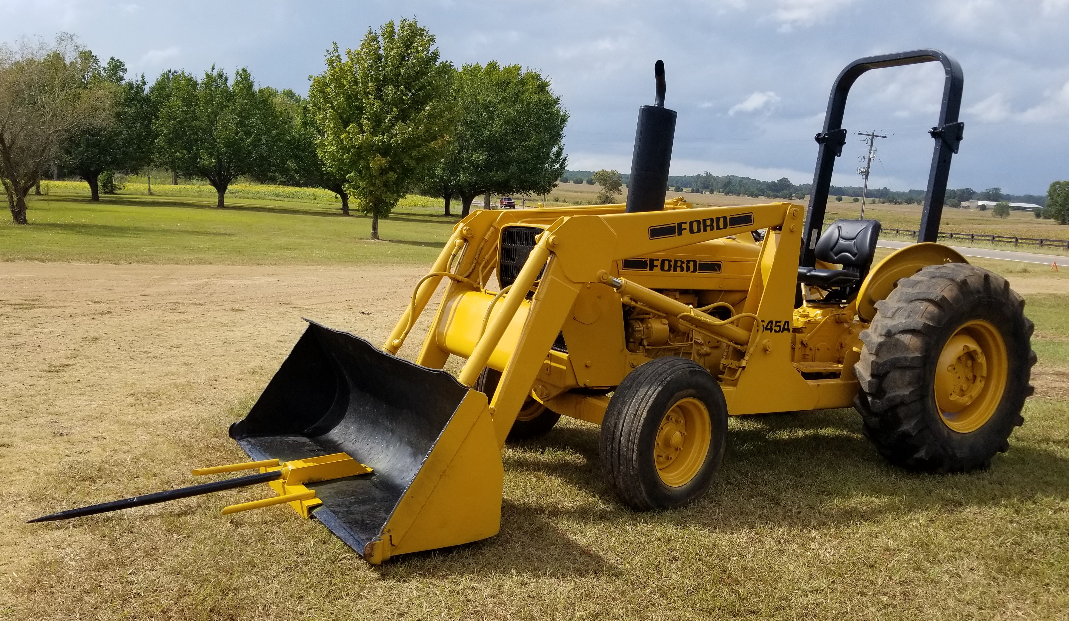 Ford Industrial 545A w Loader