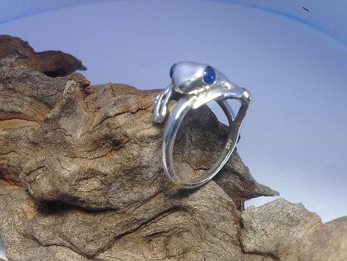 Frog ring with gemstone eyes