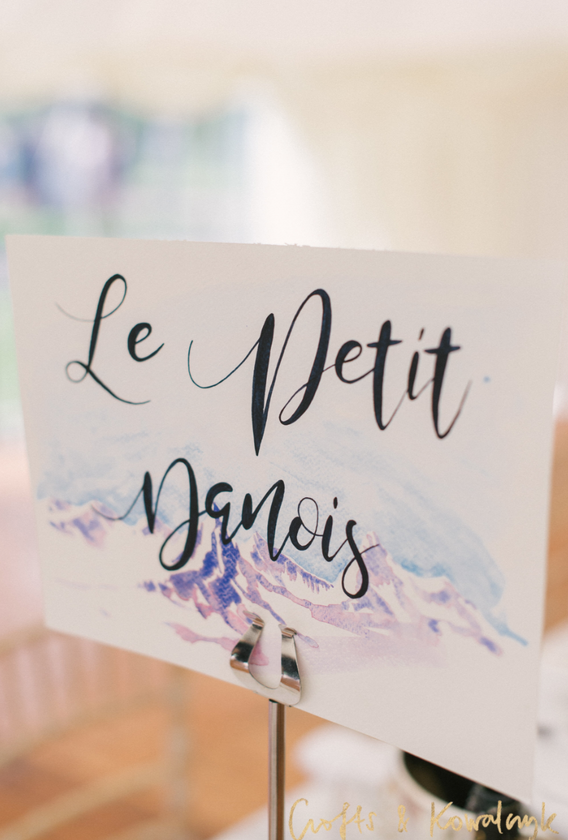A&W - Table Name - Le Petit Danois.png