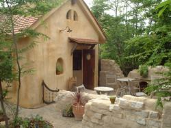 庭をリビングとして使う/えほんの家