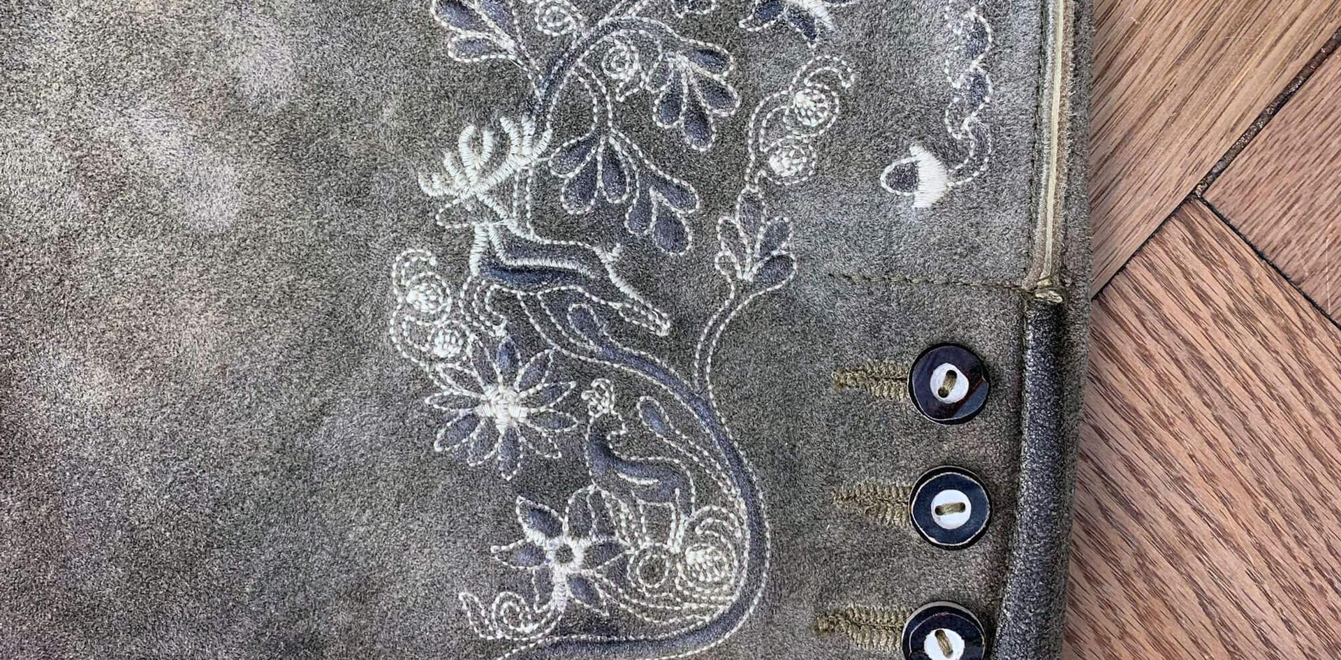 Lederhose Dark - front detail