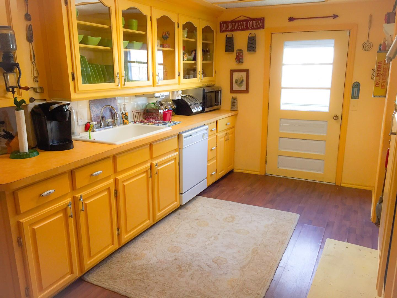 Bright & Happy Kitchen