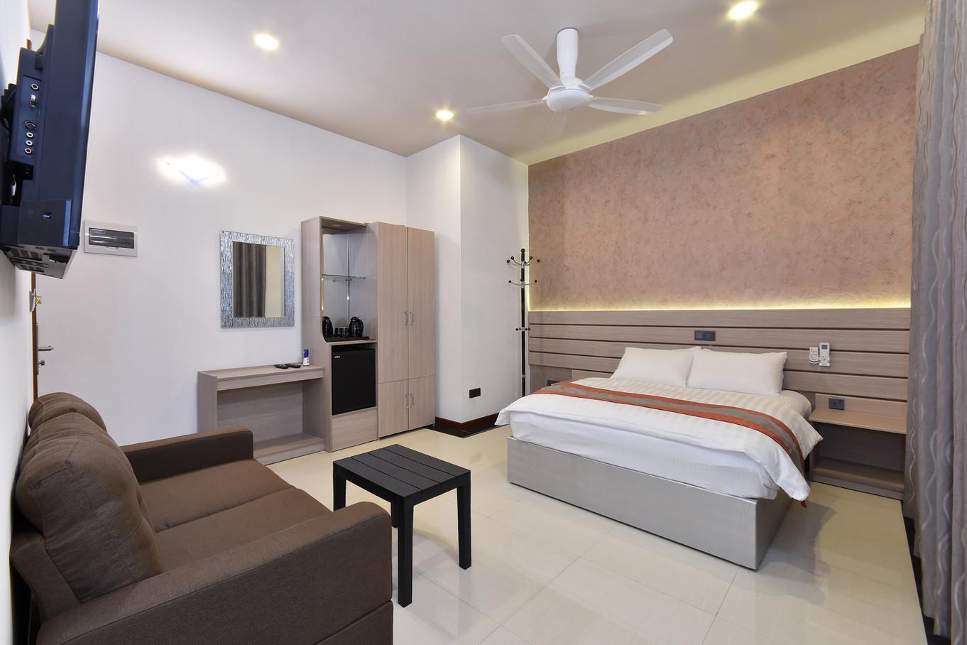 Deluxe Room (2).jpg