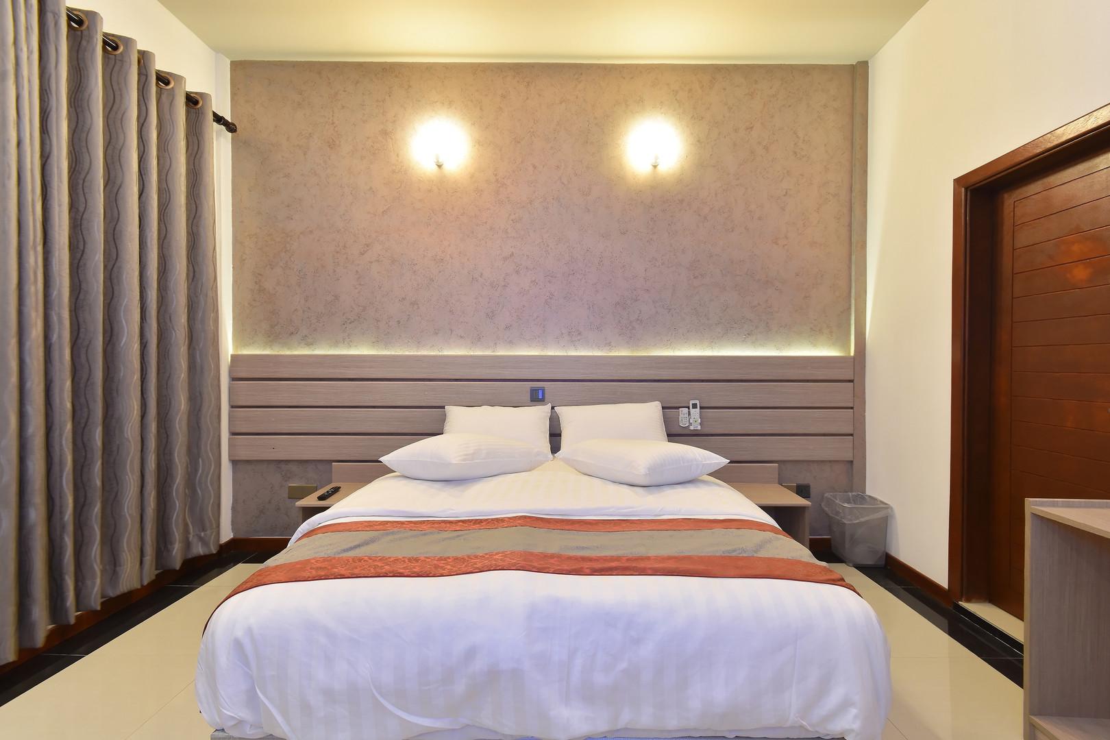 Deluxe Room (13).jpg