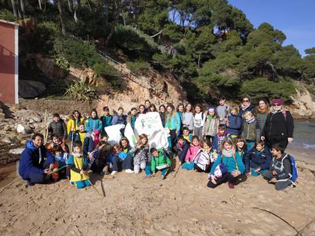 Els infants de Begur uneixen esforços per unes platges més netes