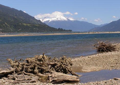 Volcan yates, cochamó, estuario de reloncaví