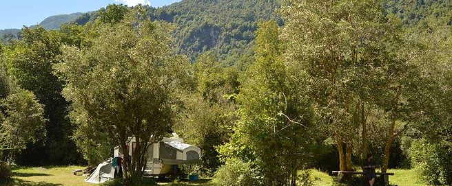 Camping, valle de Cochamó, inicio del sendero a La Junta