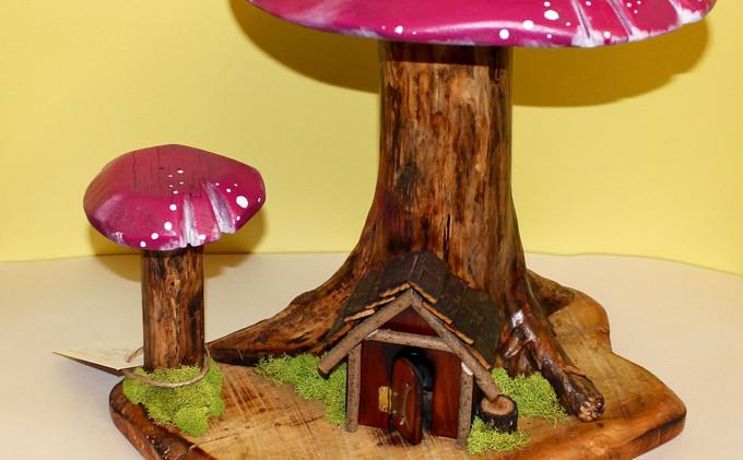 Locust Log Mushroom House