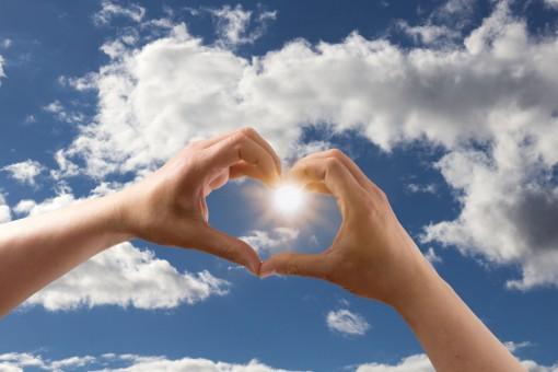 love_heart_form_hands_keep_sky_clouds_bl