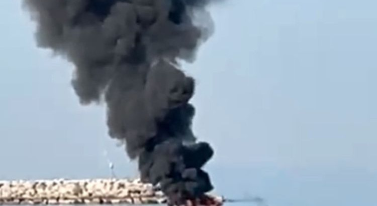 Video: Boat explodes in the UAE as fishermen try to change battery
