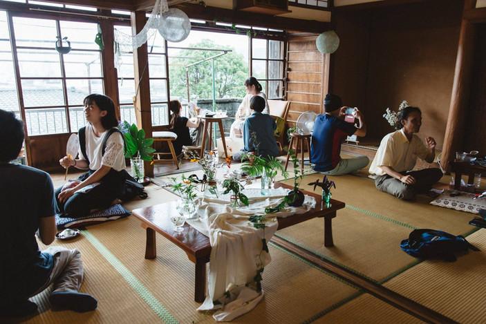 暮らしの花と茶の展覧会開催