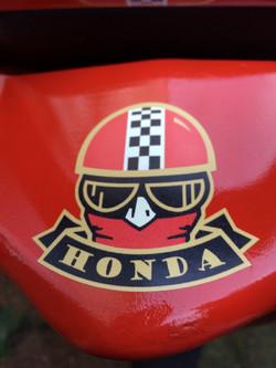 HondaCBF125 Red 2011 detail
