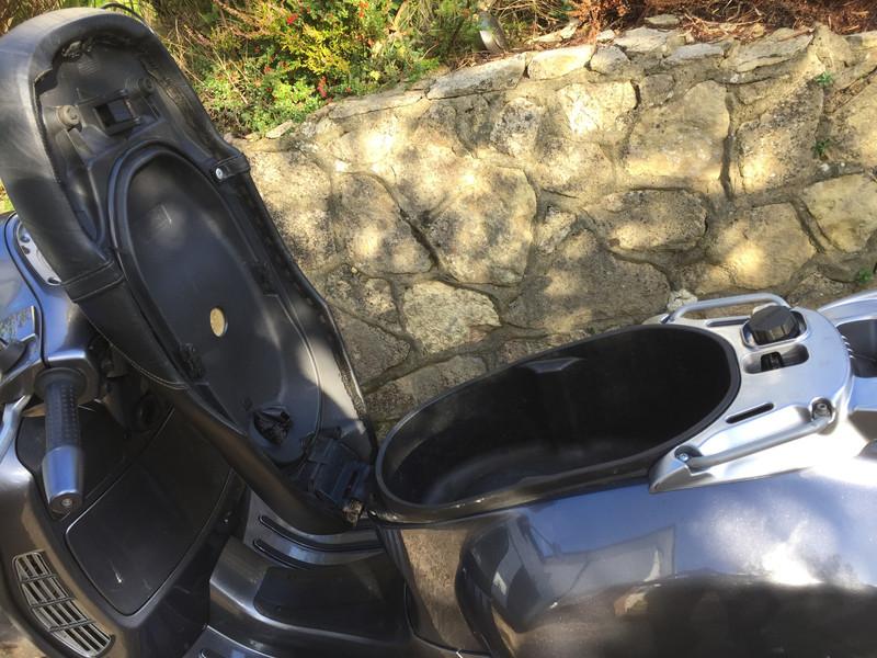 GT200 under seat.JPG