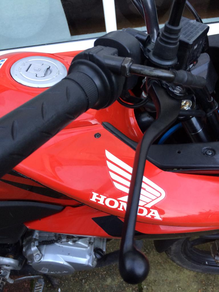 HondaCBF125 Red 2011 front grips