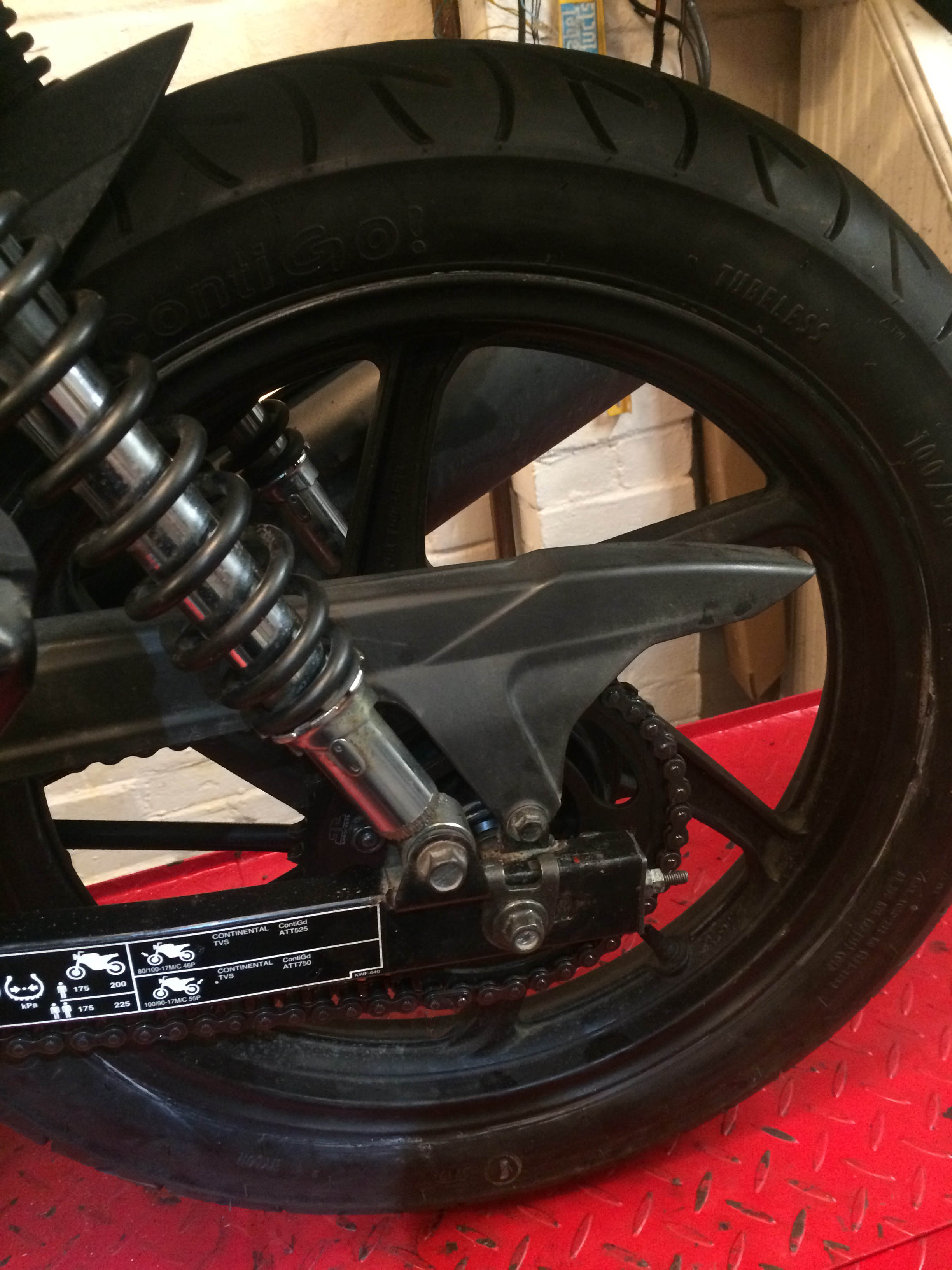 HondaCBF125 Red 2011 rear wheel