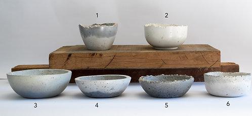 Medium Planters & Bowls