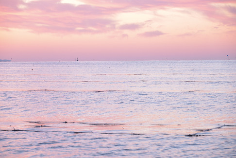 朝焼けの大曲浜