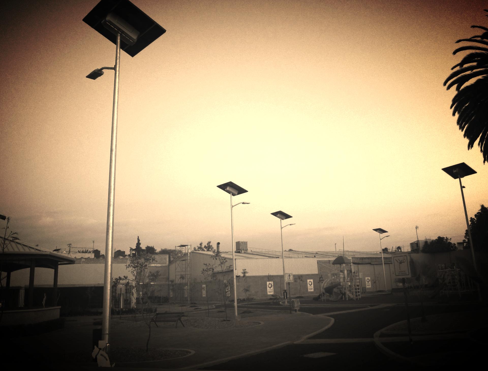 solar street lights _edited_edited_edited.jpg