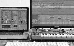 Tapelab, Practice-oriented Education, Workshops, Private Lessons, Ableton Live, Macbook Pro, Minikorg, Keyboard