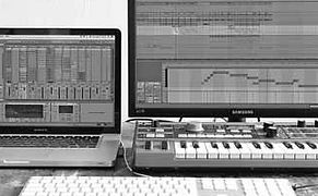 Tapelab, Practice-oriented Educatie, Workshops, Privé Lessen, Ableton Live, Macbook Pro, Minikorg, Keyboard