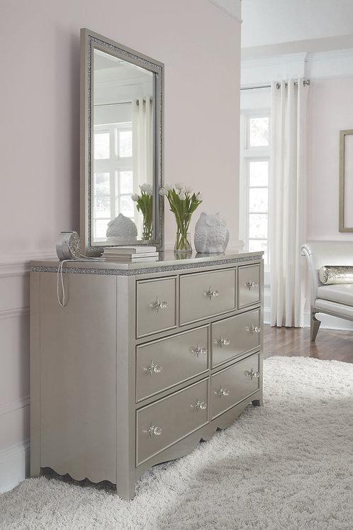 Glitz &Glam: Dresser